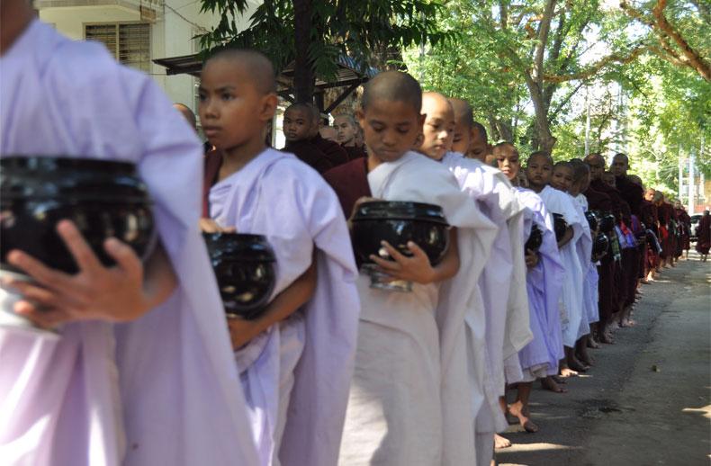 diapo-birmanie-enfants-moines