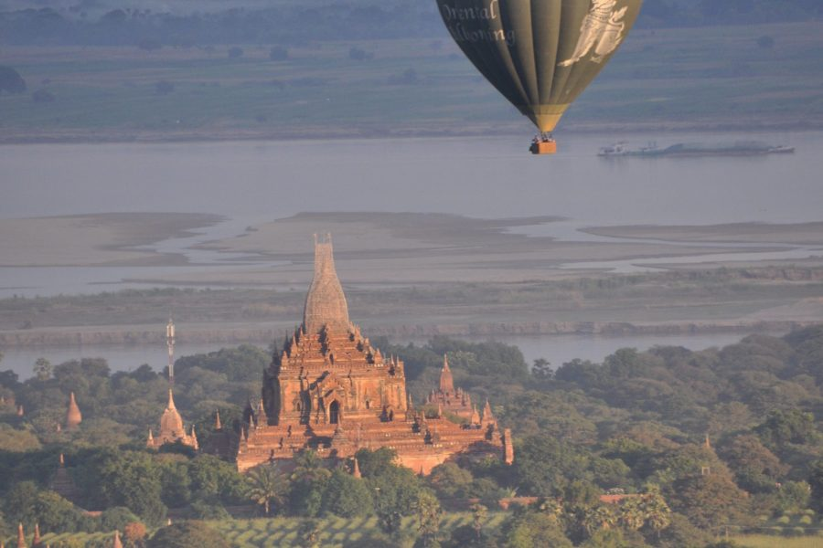 Inoubliable vol en montgolfière au dessus de la plaine de Bagan