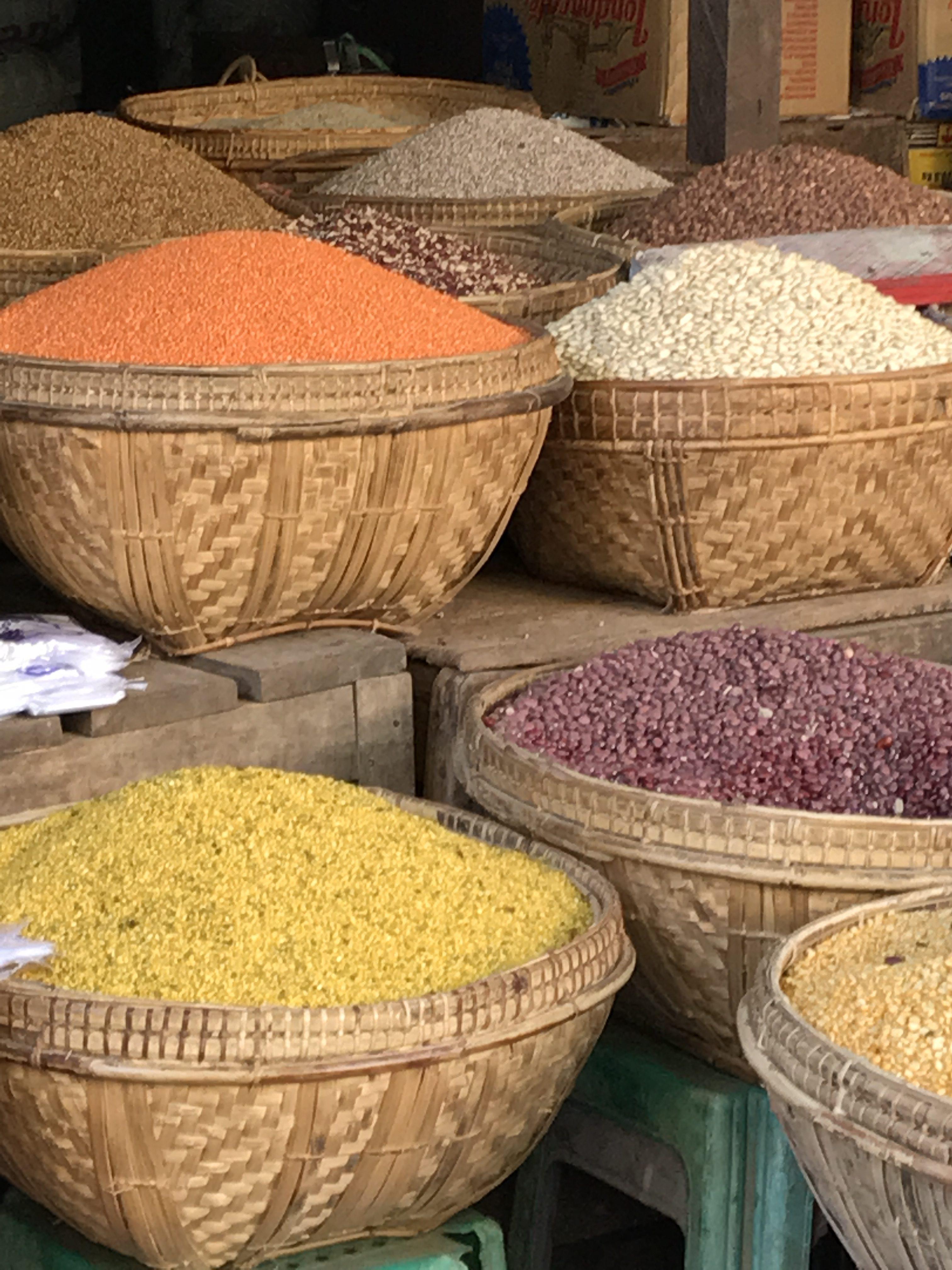 Marchés colorés et sourires birmans. Village Nyaung U
